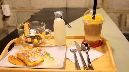 """Tự do với """"KHÔNG GIAN RIÊNG Ở CAFE SÁCH"""" lạ nhất SG"""